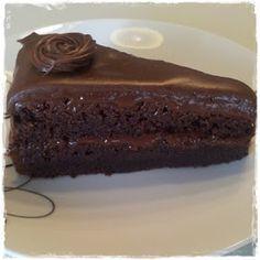 Mat på et fat matblogg.: Deilig sjokoladekake med dumlekrem. Recipe Boards, Sweet Life, Pudding, Desserts, Recipes, Food, Chocolate Torte, Food Cakes, Bakken