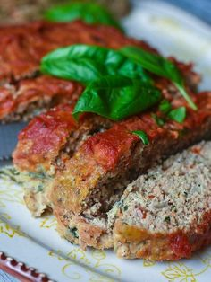This Paleo & friendly Veggie Turkey Meatloaf (gluten-free too!) is incredibly easy to prepare. Packed with vegetables like red bell pepper, spinach, and onions plus a zesty combination … Meatloaf Cook Time, Paleo Turkey Meatloaf, Veggie Meatloaf, Gluten Free Meatloaf, Meatloaf Recipes, Cooking Meatloaf, Homemade Meatloaf, Turkey Meatloaf With Spinach Recipe, Essen
