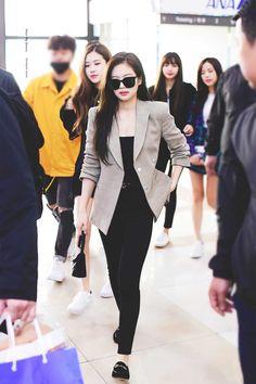 blackpink-jennie-airport-fashion-20-april-2018-hq-13