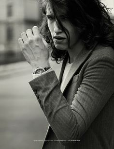 NEW WAVE MEN'S EDITORIAL »HOLDING BACK THE YEARS« SHOT BY MICK BRUZZESE