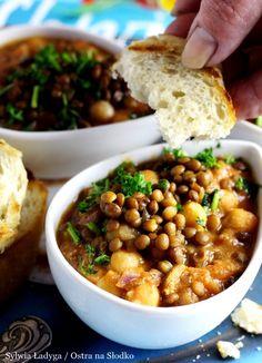 GULASZ Z SOCZEWICY I CIECIERZYCY - kuchnia arabska Veg Dishes, I Want To Eat, Chana Masala, Gluten Free Recipes, Sweet Recipes, Good Food, Cooking Recipes, Food And Drink, Dinner