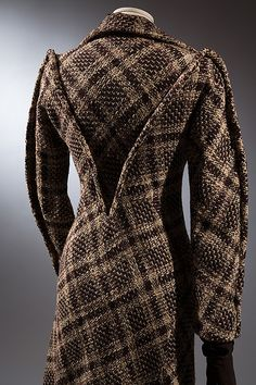 that seaming is amazing! --> Charles James coat Brown wool tweed, 1936, London.