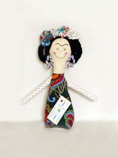 Handmade Frida Doll por KIOSC en Etsy