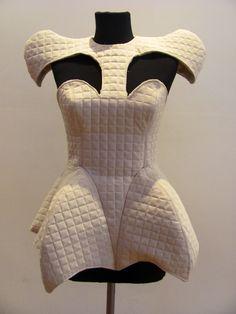 alumno de Eamoda Diseño de indumentaria Diseño de moda Alumno Fabián Fiorentini  Moldería y textura estructural de autor