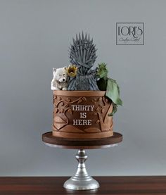 Game of Thrones von Lori Mahoney (Lori's Custom Cakes) - Kuchen Game Of Thrones Torte, Game Of Thrones Birthday Cake, Game Of Thrones Food, Pretty Cakes, Beautiful Cakes, Amazing Cakes, 40th Birthday Cakes, Birthday Games, Fantasy Cake