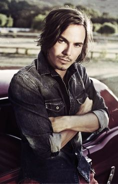 Tyler Blackburn-Pretty Little Liars