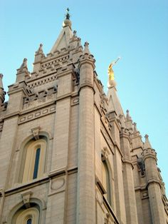 Salt Lake Mormon/LDS Temple. Love this angle and that Moroni is in it too.