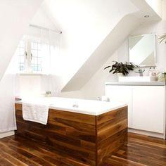 Fürdőkád, padló - fa hatású burkolat