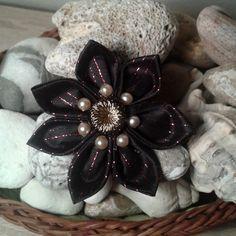 Květina kanzashi 1 / Zboží prodejce Decor for home Brooch, Jewelry, Home Decor, Jewlery, Decoration Home, Jewerly, Room Decor, Brooches, Schmuck