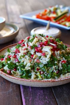 Anyone else HATE raw kale? Make this delicious Caulirice, Kale and Pomegranate Salad and find out why raw kale isn't good for you after all! Healthy Breakfast Recipes, Clean Eating Recipes, Easy Healthy Recipes, Healthy Eating, Healthy Food, Side Salad Recipes, Kale Recipes, Salad Dressing Recipes, Cauli Rice