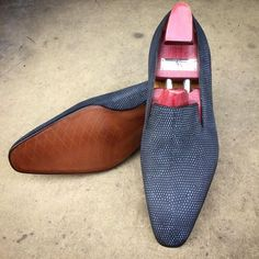 """Shoe porn: Gaziano and Girling """"Ellington"""" in blue shaved lizard skin. on the square Deco last. Made to Order Hot Shoes, Men S Shoes, Blue Shoes, Penny Loafers, Loafers Men, Leather Dress Shoes, Mens Fashion Shoes, Dream Shoes, Beautiful Shoes"""