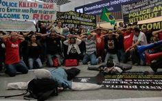"""""""Quem vier ao Rio não estará seguro"""", dizem policiais em protesto no aeroporto"""