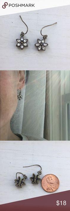 Little crystal flora earrings Sweet with a bit of sparkle, happy little flower shape, for pierced ears Jewelry Earrings