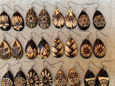 Wood Burning Tips, Wood Burning Techniques, Wood Burning Crafts, Wood Burning Patterns, Wood Crafts, Wood Burn Designs, Pyrography Patterns, Gourd Art, Wood Earrings