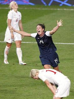 USA's Abby Wambach celebrates defeating Canada in the women's semi final soccer match at theLondon 2012 Olympics
