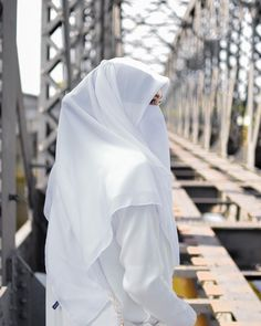 No rain, no flowers, just me and you ❤️ Hijab Gown, Hijab Niqab, Muslim Hijab, Niqab Eyes, Hijab Outfit, Hijab Bride, Wedding Hijab, Beautiful Muslim Women, Beautiful Hijab