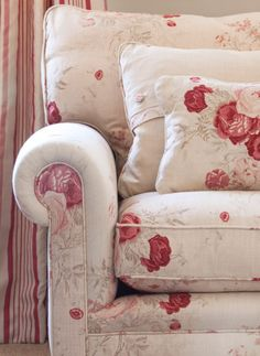 Roses is such a wonderfully bold floral design #decor #sofa