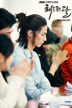 Song Jae Rim / 송재림 that manbun tho damn son! Asian Men Long Hair, Asian Hair, Song Jae Rim, Hair Reference, My Hairstyle, Man Bun, Asian Actors, Hair Designs, Hair Inspiration