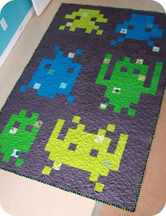 Space Invader Quilt & Ruffle Napkin 012-1