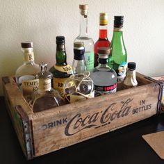 Coca cola wooden crate into bar tray (use darling clementine box? Coca Cola, Pepsi, Mini Bars, Mesa Clean, Coke Crate Ideas, Bandeja Bar, Crate Bar, Crate Decor, Vintage Bar