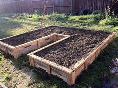 Raised Flower Bed   Pallet Projects For Your Garden This Spring
