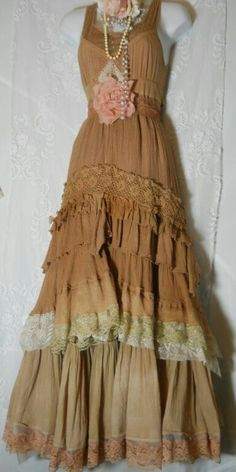 Boho prairie dress beige tea stained tiered ruffled lace bohemian rose medium by vintage opulence on Etsy Boho Outfits, Vintage Outfits, Pretty Outfits, Beautiful Outfits, Fashion Outfits, Grunge Outfits, Fashion Models, Hippie Style, Gypsy Style