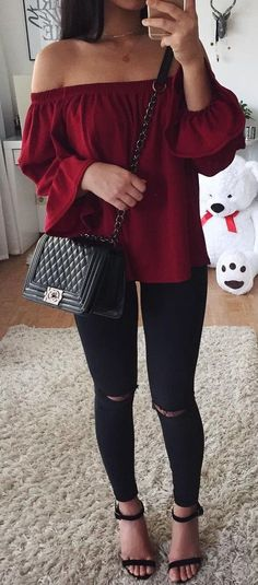 Wine off the shoulder top / black knee ripped jeans / Chanel bag / selfie / Street style outfit ideas