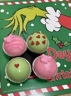 Hot Chocolate Gifts, Christmas Hot Chocolate, Hot Chocolate Bars, Hot Chocolate Mix, Hot Chocolate Recipes, Christmas Snacks, Christmas Candy, Holiday Treats, Christmas Baking