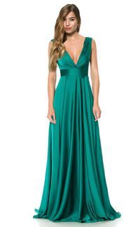 The dress hire destination to rent a dress from designer brands. Evening dress hire in the UK: long evening gowns, lace evening dresses and others. Vestidos Color Verde Esmeralda, Emerald Green Gown, Dress Hire, Stunning Dresses, Trendy Dresses, Formal Gowns, Green Dress, Dame, Designer Dresses