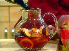 Ricetta Sangria rossa originale – 1,5 lt di vino rosso – 1 lt di fanta al limone – 1 bicchiere di brandy – 1 bicchiere di Cointreau – 1 bicchiere di gin – frutta: 1 banana, 1 pesca, 1 mela, 1 limone… – 3 /4 cucchiai di zucchero (o di più… secondo gradimento)