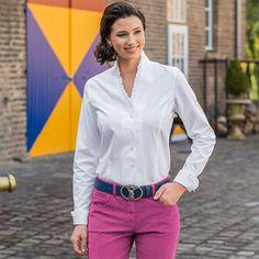 Vollzwirn-Bluse Weiß, 100 % Baumwolle. Von dieser bezaubernden Bluse werden auch Sie begeistert sein, denn wirkungsvolle Details setzen charmante Akzente.   Artikelnummer: 2 063 386  ab 79,90 €    Damen Cord-Hose Beere, Cordhose mit geradem Schnitt, 98% Baumwolle, 2 % Elasthan. Sportiver Mode-Style in Cord!  Artikelnummer: 5 104 325 ab 119,00 €