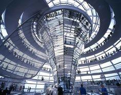 """Il """"Reichstag"""", Parlamento Tedesco a Berlino, Germania (foto di Foster + Partners)"""