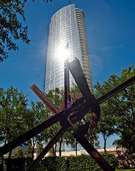 Glare from a condo tower is a problem for the Nasher sculpture museum in Dallas