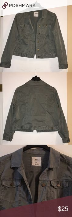 Sonoma cropped jacket Sonoma cropped jacket for sale! SZ: XL, army green in color, worn 1x for less than 5hrs! 2 (buttoning) pockets on either side of chest, and 2 (non-closing) pockets on either side of waist. Armpit to bottom hem approx. 11in, armpit to bottom of sleeve approx. 16in, armpit to armpit approx. 23in (unbuttoned lying flat) Perfect for fall, layering with vest or over a dress! Sonoma Jackets & Coats