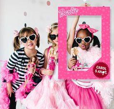 """""""Caixa"""" da Barbie para fotos super divertidas. A placa imita a frente da caixa e será a diversão da festa! Arte digital."""
