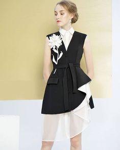 A little longer Fashion Moda, Fashion Wear, Look Fashion, Hijab Fashion, Fashion Dresses, Womens Fashion, Fashion Design, Simple Dresses, Beautiful Dresses
