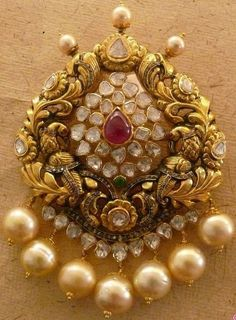 India hair pin / pendant with pearl and uncut diamonds Gold Pendent, Pendant Set, Pendant Jewelry, Jewelry Art, Antique Jewelry, Gold Jewelry, Jewelery, Jewelry Design, Diamond Pendant