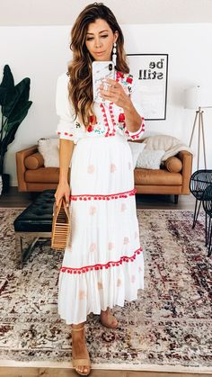 white and red elbow-sleeved dress Stylish Summer Outfits, Preppy Outfits, Swag Outfits, Fashion Outfits, Fashion Ideas, Fashion Trends, Yellow Dress, Blue Dresses, Casual Dresses