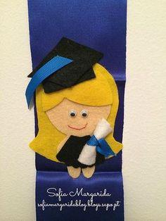 Fitas de Finalistas - Ƨofia•Margarida Preschool Graduation, Graduation Day, Grad Parties, Paper Dolls, Illustrations Posters, Projects To Try, Crochet Hats, Diy, Black And White