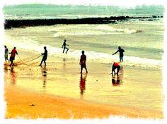 Puxada de rede na praia de Manguinhos