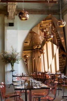 Be Amazed by these Thoroughly Geometric Wall Mirror Designs Restaurant Design, Architecture Restaurant, Interior Architecture, Interior Design, Copper Restaurant, Luxury Restaurant, Restaurant Interiors, Restaurant Chairs, Commercial Design
