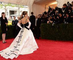 Met Gala Red Carpet 2014 SJP de la Renta dress