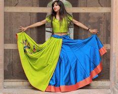 31 New Navratri Chaniya Choli Designs to Try in 2017 Parrot Green and Blue Stylist Peacock Embroidered Chaniya Choli Garba Dress, Navratri Dress, Choli Dress, Lengha Choli, Lehenga Blouse, Indian Lehenga, Lehenga Skirt, Chaniya Choli For Navratri, Floral Lehenga