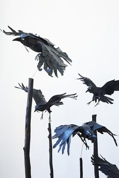 Anna Wili Highfield Paper Sculpture Copper Pipe Sculpture by christy Cardboard Sculpture, Paper Mache Sculpture, Bird Sculpture, Animal Sculptures, Paper Sculptures, Paper Birds, Fabric Birds, Raven Art, Raven Totem