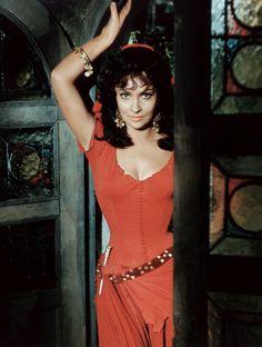 Gina Lollobrigida, «la plus belle femme du monde Gina Lollobrigida, Vintage Glamour, Vintage Beauty, Classic Actresses, Actors & Actresses, Vintage Hollywood, Classic Hollywood, Victor Hugo, Old Movie Stars
