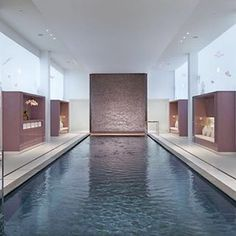 An architecture delight with a zen & relaxing atmosphere (we love the butterflies drawings on the walls) perfect for laps or a #dip at the 14m Pool Mandarin Oriental Spa in #Paris.  Would you dip into this one? pic by @mo_paris @mo_hotels #paris #dayspa #poolday #unwind #relax #wellness #fitness #workout #takecare #mondaymotivation #luxurytravel #hotelpool #daypass