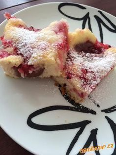 Tento kolač je úúžasný, tento tyden ho dělam už po druhé, během chvilky hned pryč :) Je strašně vláč...