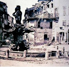 Roma, una rara foto di Piazza Barberini del 1855 La fontana delle Api,(nella foto a destra in alto),era posizionata in Via Sistina ora si trova inizio Via Veneto ...certo che sembra un paesetto!