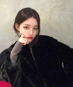 Image may contain: 1 person, selfie Pretty Korean Girls, Korean Beauty Girls, Cute Korean Girl, Pretty Asian, Asian Beauty, Asian Girl, 3 4 Face, Korean Makeup Look, Ulzzang Korean Girl