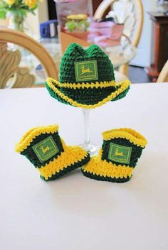 Adorable John Deere Newborn Cowboy Hat and matching Boots. Makes a perfect baby shower gift or photo prop for the littlest farmer/tractor- could do any color scheme Deer Baby Showers, Baby Boy Shower, Baby Shower Gifts, Baby Gifts, Crochet Cowboy Hats, Crochet Hats, John Deere Crafts, Newborn Cowboy, John Deere Baby